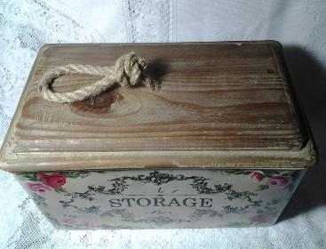 French Storage Tin with HP Roses - Top View